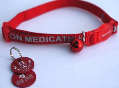ON MEDICATION REFLECTIVE SAFETY CAT COLLAR RED & PERSONALISED TAG